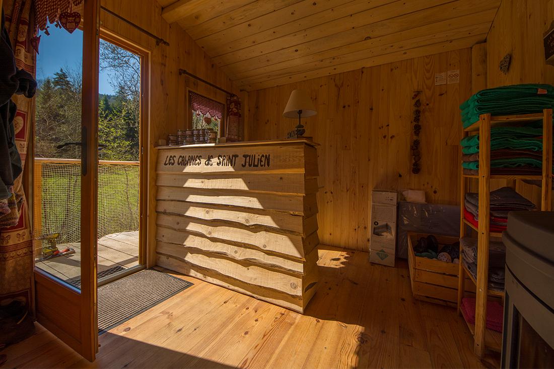 interieur-cabane-accueil